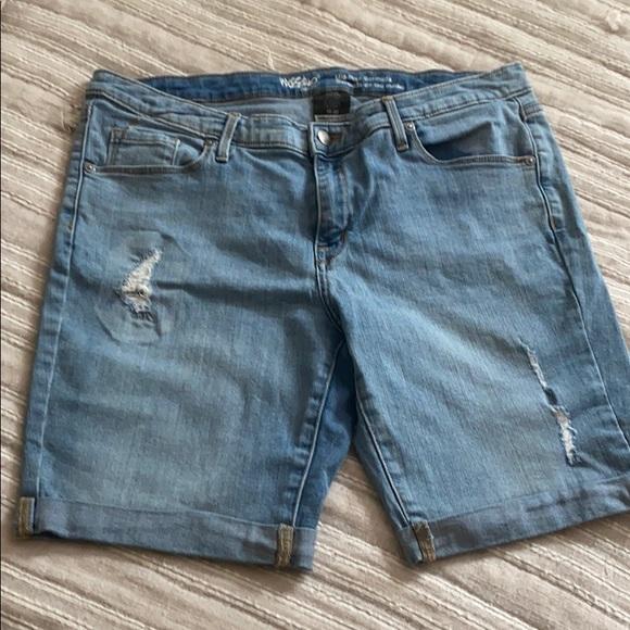 Mossimo Mid-Rise Jean Bermuda Shorts Size 14 Women